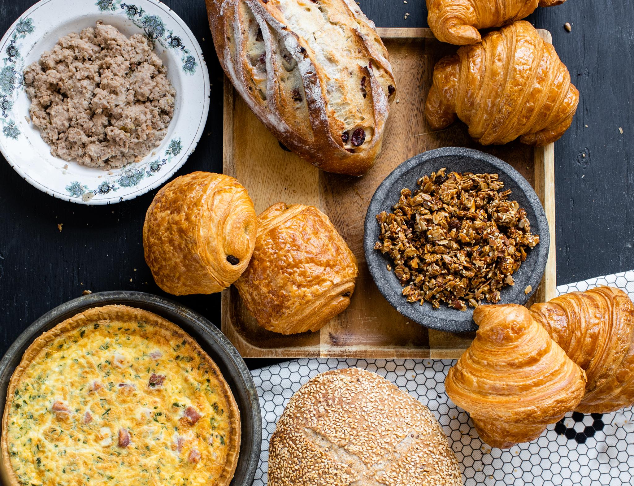 boîte brunch, arhoma boulangerie, boîte thématique, boîte abonnement, livraison à domicile, commande en ligne, viennoiseries, croissant, chocolatine, quiche, pains maison